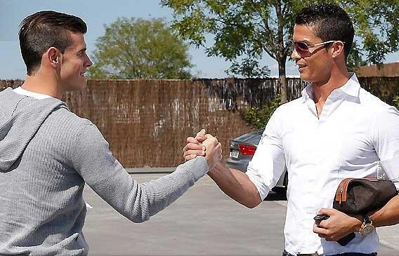 Real Madrid team-mates Gareth Bale and  Cristiano Ronaldo meet up earlier ahead of their first training session ... http://t.co/MSN2x9ChO5
