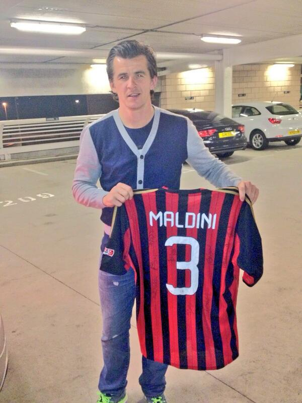 BT76LnrIYAA5YTN Joey Barton picked up Paolo Maldinis shirt after Steve Harpers testimonial