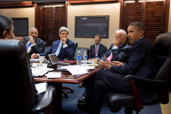 President #Obama meets National Security Staff | #WhiteHouse #SyriaCrisis Aug. 30 http://t.co/xC9wFiTV9G