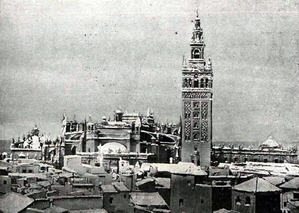 RT @SevillaInsolita: El 4 de febrero de 1954 la Catedral y el caserío de Sevilla amaneció con un manto blanco.  ¡HABÍA NEVADO! http://t.co/SallblbKdc