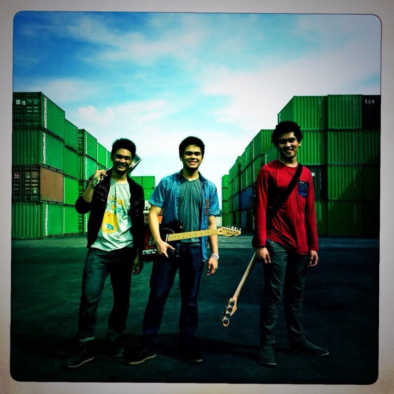 ???? RT @Angelo_Mikha: Follow band ku yaa, @TheOvertunes . Please RT :) http://t.co/D0MWTuy5OF