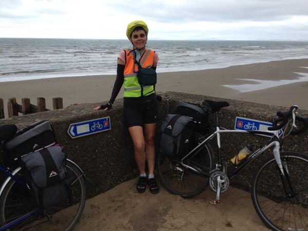 At Barmouth on route 8, time for elevenses to prepare for the elevation to come :-)