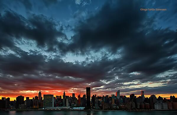 Wow! This is a beautiful shot. RT @isardasorensen Sumptuous sunset tonight in #NYC. http://t.co/7Q8WnS23b4
