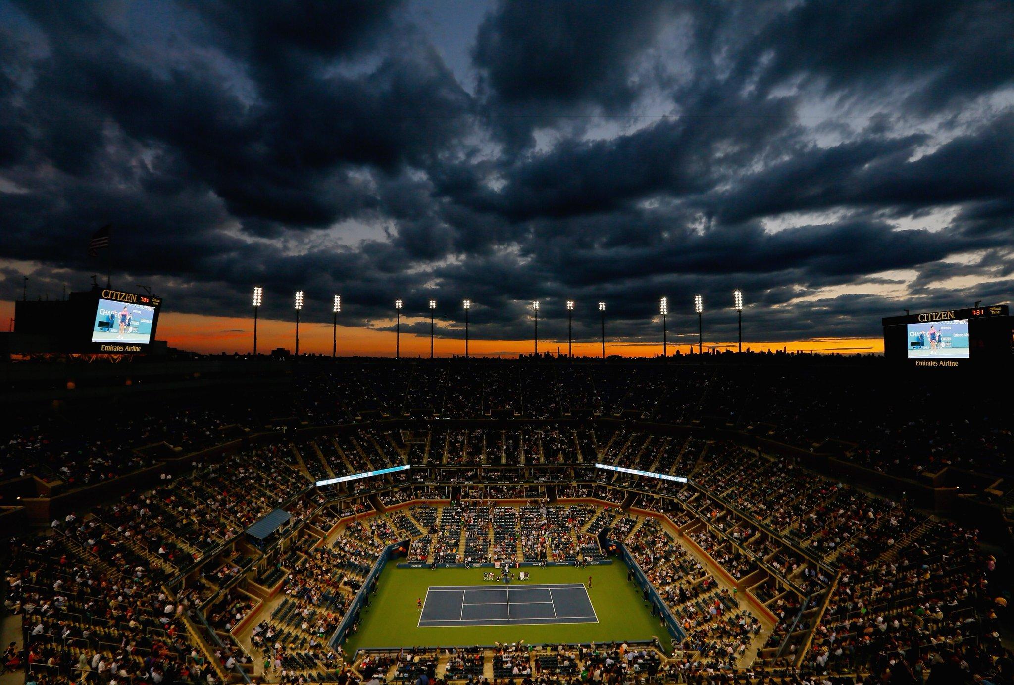 Le ciel de New York, durant le match Williams - Suarez. Magnifique. #USOpen http://t.co/HdNr9YBUyt