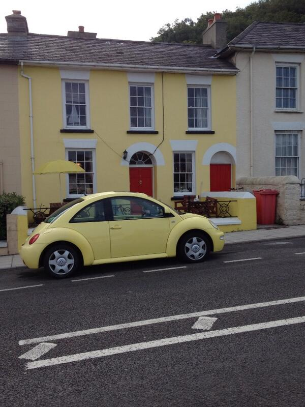 Spotted on the outskirts of Aberaeron - don't you just love a bit of pretension!