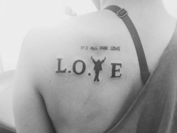 Minha tattoo pro Michael, o que acharam? fiz agorinha KK <3 http://t.co/055DRPvheW