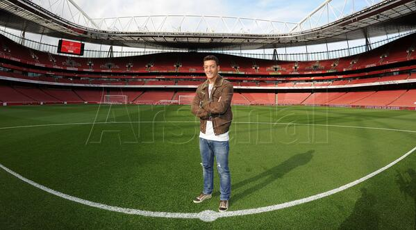 Here's @MesutOzil1088 at Emirates Stadium! #OziisaGunner http://t.co/knd2r7BnEX
