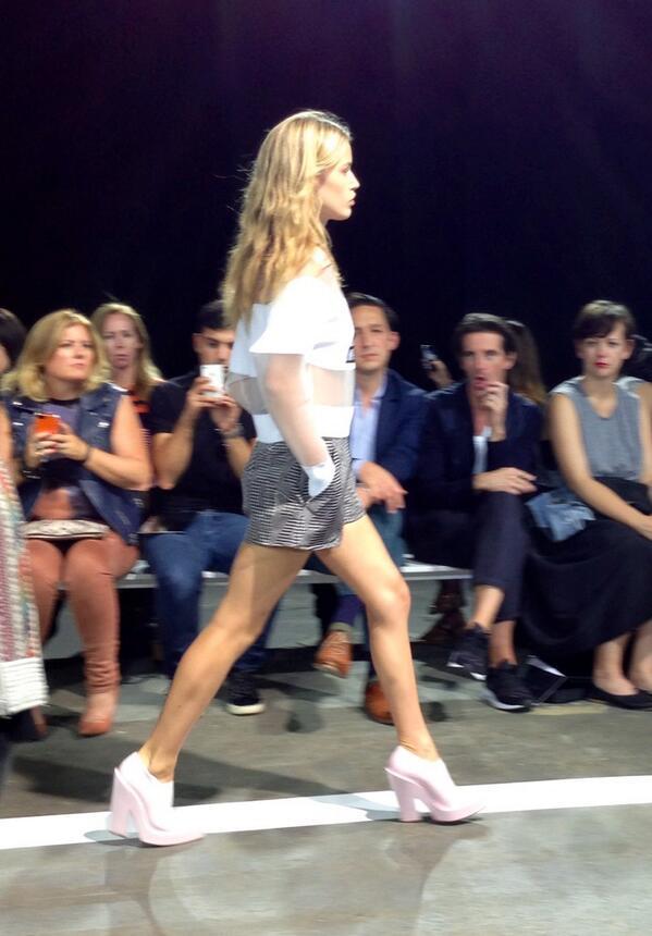 Georgia May Jagger défile pour #AlexanderWang #NYFW #FashionWeek http://t.co/qLiBOO7aC5