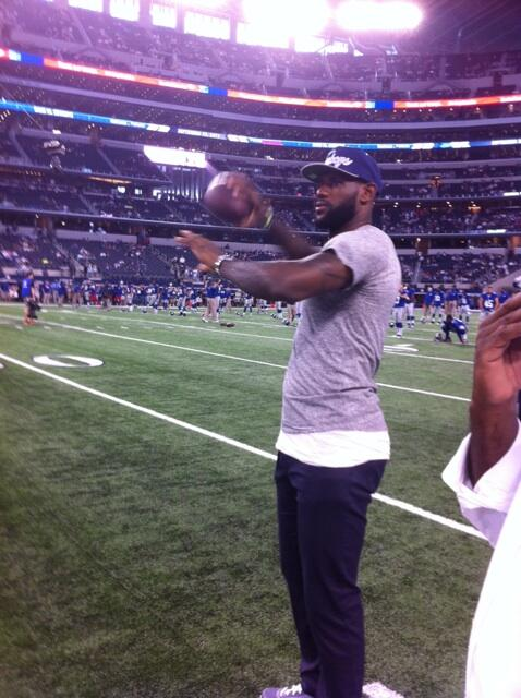 FOX 4 Sports (@KDFWsports): - @KingJames showing off his throwing arm at AT&T Stadium. #CowboysVsGiants http://t.co/dlti8Nwvrl