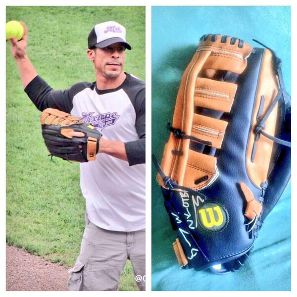 Only 4 days to bid on @dannywood signed softball glove! High bid is only $145 http://t.co/RpfjoueUyA http://t.co/1R3FWDnbf9