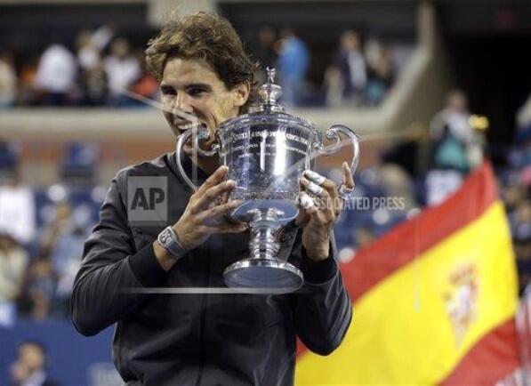 """La imagen de Rafa Nadal, el campeón: http://t.co/HvxP2A3itn """"Los partidos no solamente se ganan con la raqueta"""""""