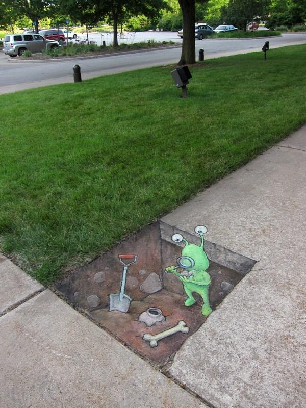 #StreetArt RT @TwistedSifter: Sidewalk Chalk Art by David Zinn http://t.co/bXreEdwILk
