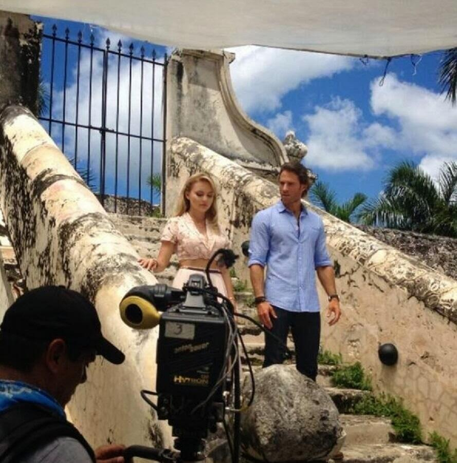 Sebastián Rulli y Angelique Boyer graban los promos de #LoQueLaVidaMeRobó en Televisa. @SebastianRulli @AnBoy88 ... http://t.co/nKhXif1GMY