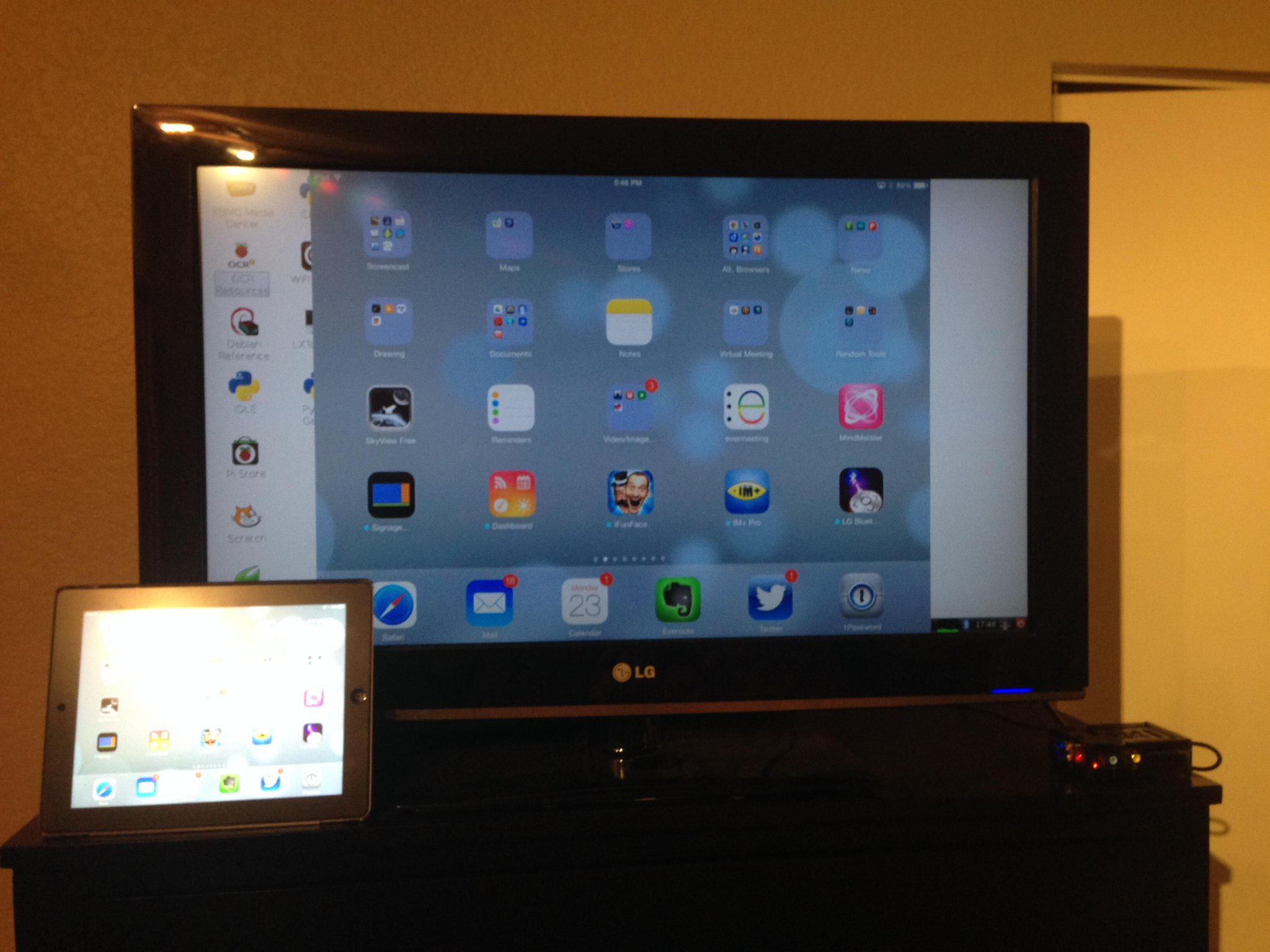 RT @steinman: Using Airplay mirroring on the Raspberry Pi. Just like an Apple TV, only half the price! #CEP811 http://t.co/R3Id0eydPr