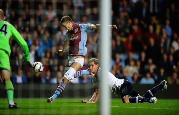 BU9EyvJCEAAK080 Jan Vertonghen pulls the shorts down of Nicklas Helenius during Aston Villa 0   Spurs 4 [Pics, GIF & Video]