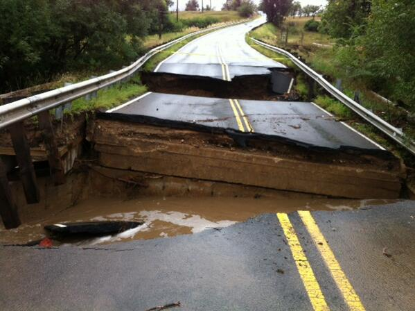 this is why you don't drive thru flood waters MT @ColoradoDOT:bridge at 95th Street / Coal Creek in Louisville http://t.co/yQsan9J93E