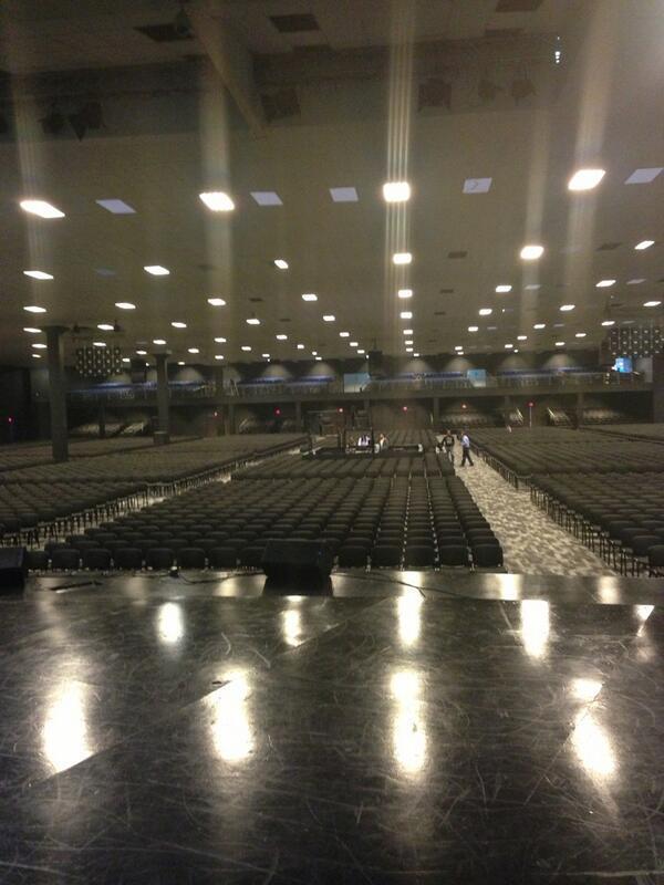 ¿Cuántos se están alistando para nuestro #G12RadioFest? todo listo, los esperamos en el auditorio @mcibogota http://t.co/x6B5w1EVny
