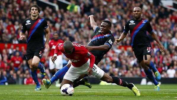 BUK1BMPCIAENoQu Men United: Gary Neville and Jamie Carragher defend Ashley Youngs dive against Crystal Palace