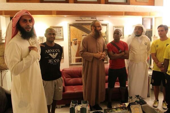 نايف الصحفي (@alsahfe2): جوبسون حينما سألناه عن مشاعره قال : أنا مسلم ولم نستعجل في تنطيقه الشهادتين حتى يتعرف على الإسلام ويقتنع أكثر http://t.co/Te0npM6hG0