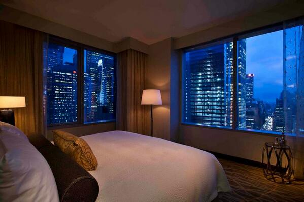 Retweet if you wish you were falling asleep looking at this #NYC view tonight. http://t.co/8qzPqn0BsM
