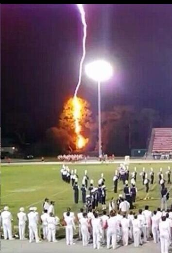 Andrea Butera (@AndreaButera): Wow! RT @Spann RT @BradCarver22 RT@OS_Recruiting: Lightning hits tree near Orlando. Boone HS players await 2nd half http://t.co/AXgQIacWUE