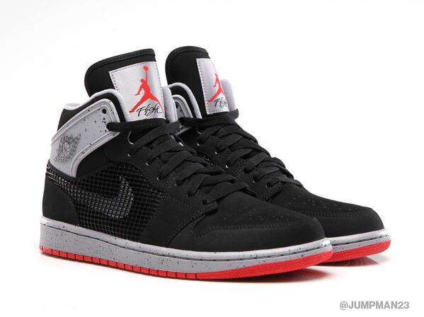 Taking cues from one of the best AJ IV colorways ever, this Air Jordan 1 Retro '89 drops on Saturday: http://t.co/58qiN6iAT2
