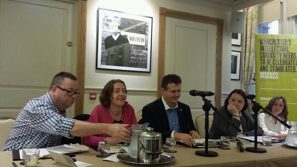 Philip Coen (@PhilipCoen): #socialmediaisevil The panel get ready to debate tonights topic http://t.co/10nWKt6hid