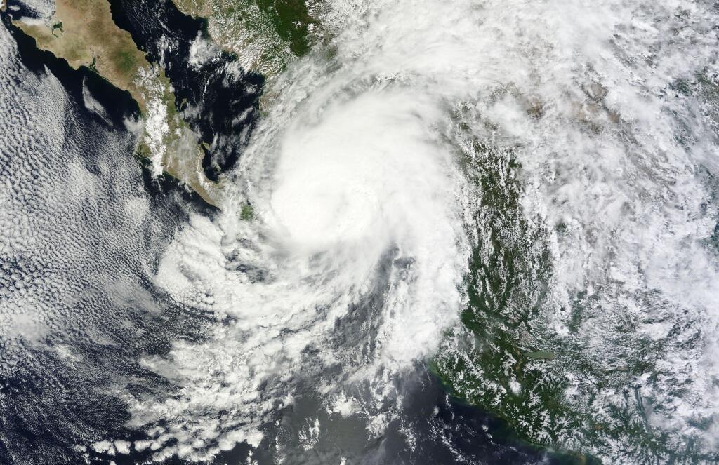 Foto del huracán Manuel, categoría 1, este miércoles en el Pacífico mexicano http://t.co/UADrEW00hY