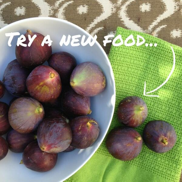 A gift from a friend's garden: #figs What should we make? #healthy #pickyeaterprobs #52NewFoods #crunchacolor http://t.co/YoRwdwBhjo