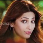 RT @ShrutiAkshara_H: @shrutihaasan  Cute Ammulooo from #Ramayyavastavayya http://t.co/wFFaxl2zXA