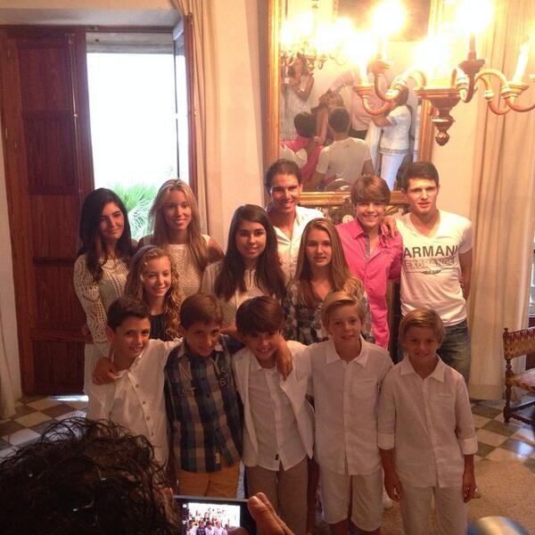 Cenando con mis primitos en un día muy especial. Having dinner with my little cousins in a very special day. http://t.co/psf8jVgf06
