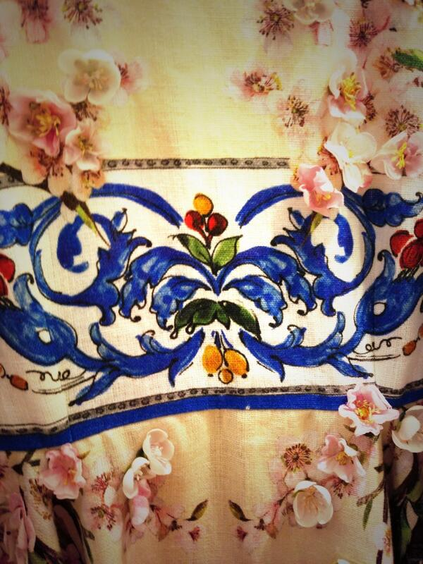 Another detail of a floral dress from #DolceGabbana #SS14 collection inspired by ancient greek temples in Sicily http://t.co/XAVQsNVpT1