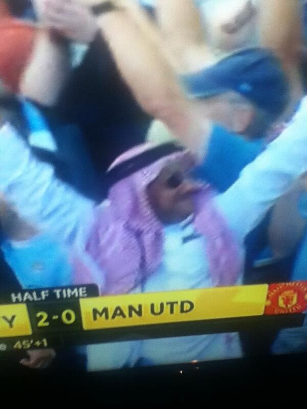 BUzDOVnCQAAXcnn The celebrating Man City fan in full Arab dress v Man United [Pictures & Video]