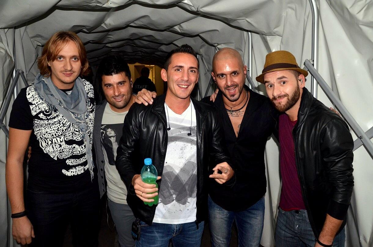 Il #GioiaTour ricomincia e si parte da Torino!!!  Eccoci prima di salire sul palco http://t.co/8EvPbAYxXR