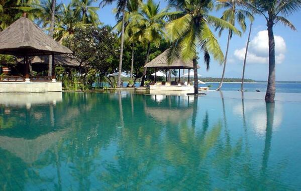 バリ島の東50kmに浮かぶ、 第2のバリとしてリゾート開発が進む素朴な楽園アイランド、ロンボク島!...