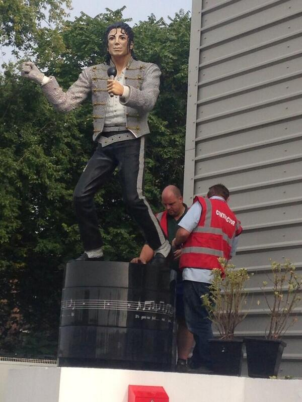 A sad day at Craven Cottage as some men in vests come to take away one of Fulham's most beloved figures... http://t.co/T6mwcEEyyX