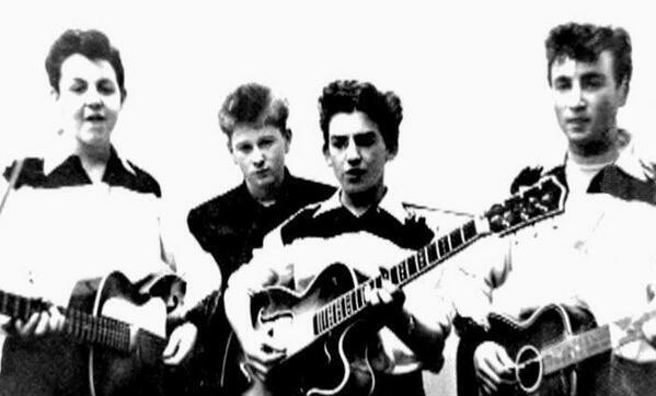 Maravillosa foto de The Beatles en el comienzo de su carrera. ¡Qué foto! http://t.co/NTFsJDJOu1