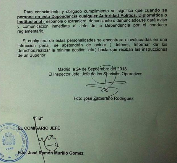 """Una comisaría de Madrid ordena a sus agentes """"abstenerse de actuar"""" si un político o autoridad comete una infracción. http://t.co/jEYrMoomch"""