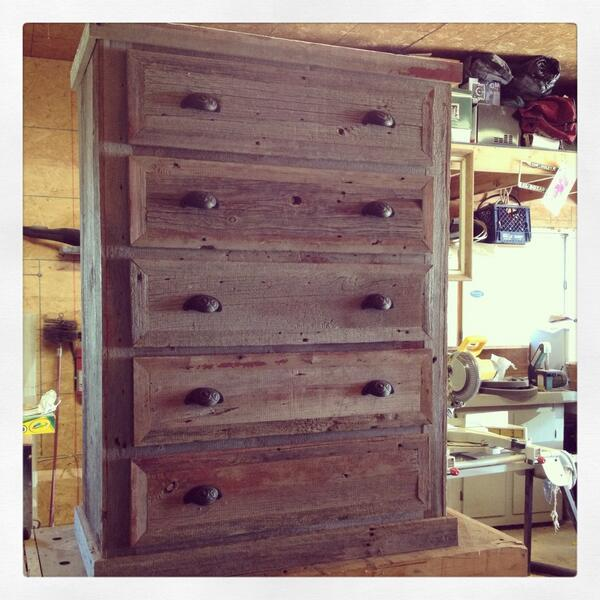 #whatsitworth Reclaimed barn wood 5 drawer dresser. #handmade #sugarpete http://t.co/psY14EqBgw