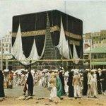 "RT @msm7014: اللكعبة في عام ١٩٥٣م ، وعليها كسوه هدية من مصر .. ناشيونال جغرافيك .. #غرد_بصورة #السعودية #مصر http://t.co/y0r7eI9IFi"""