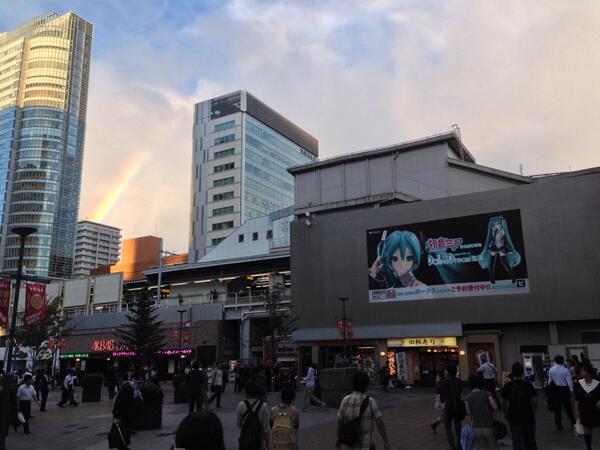 秋葉原と虹と初音ミク http://t.co/nvr2nZLfiB