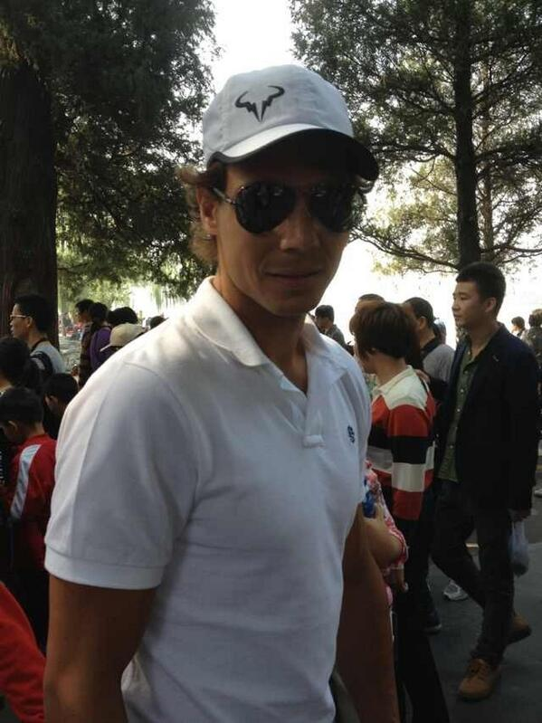Rafa trying to be incognito? :P MT @chidoufen: OMG, @RafaelNadal is in SummerPalace(颐和园)now. a lot of visitors! http://t.co/bA1XNCwcIb
