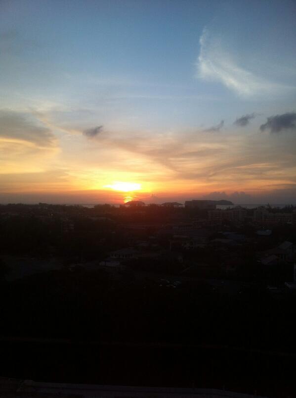 Ah nice sunset view dari kantor http://t.co/RZLz1ZqDBn