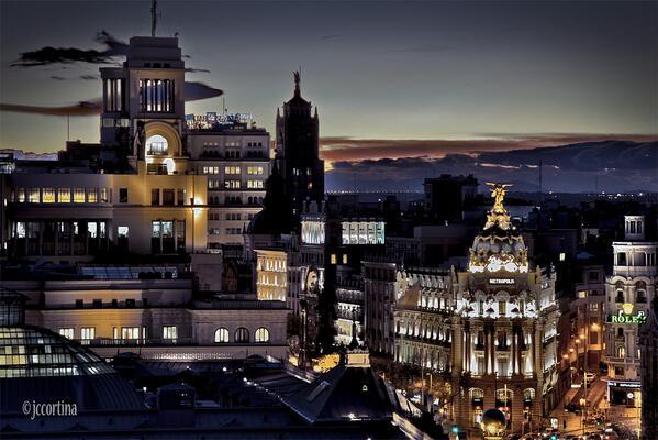 """""""El ocaso de Madrid"""", espectacular imagen nocturna, obra de Juan Carlos Cortina... buenas noches!! http://t.co/3W8TRCuswU"""