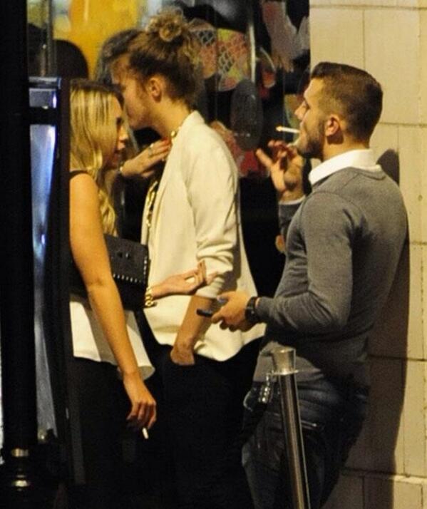 BVuEztKIYAA8r13 Arsene Wenger is not happy as Jack Wilshere is caught smoking [Picture & Wenger presser]