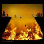 شوفت الصورة اتخيلت الصراط :( ، الله يجعلنا نمشي عليه كسرعة البرق http://t.co/g43PTyO7vL