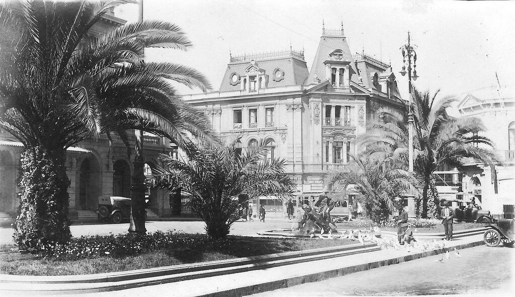 Vista de la Plazuela y el  Teatro Municipal de Santiago en el año 1928. @TeatroMunicipal @renenaranjo @SolangeAnjel http://t.co/AKNJqVrBq3