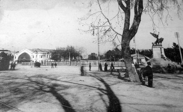 Vista de la Plaza Italia y Estación Pirque en el año 1915. @PDuvauchelle http://t.co/6MMI4i3g8f