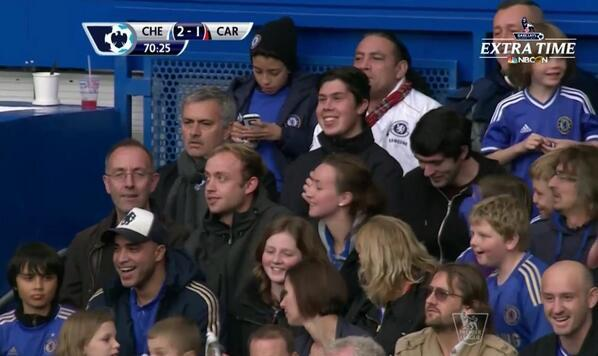 BW9AFGoCQAAB51Y Fan takes selfie with Jose Mourinho in the stands during Chelsea 4   Cardiff 1