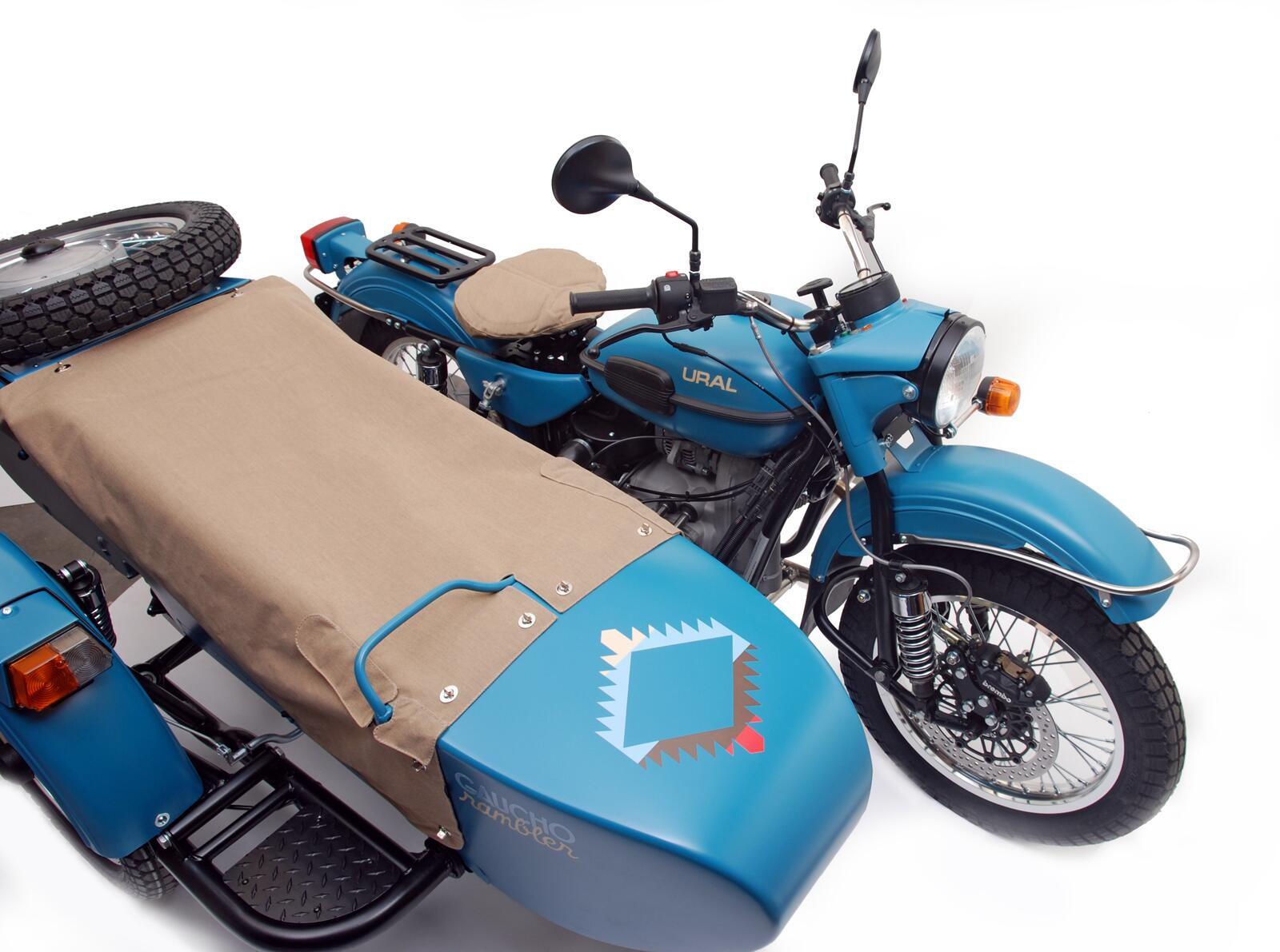 Hot off the press! A limited edition #motorcycle from @ural_twit and @PendletonWM — the very cool 'Gaucho Rambler.' http://t.co/Q5FXI68ybb